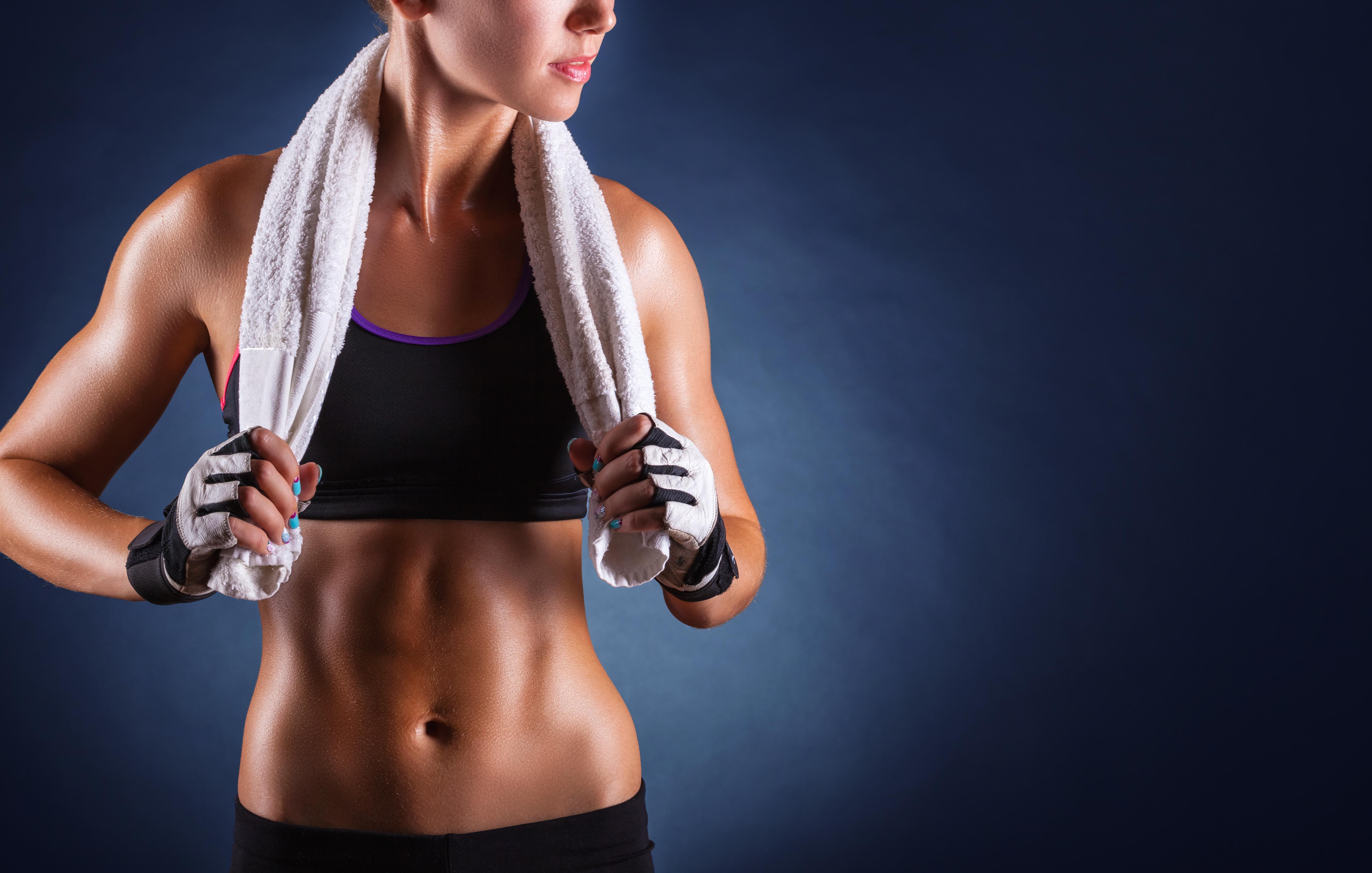 Seitliche Bauchmuskeln trainieren - SportMix24